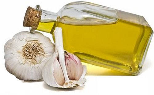 Dùng tinh dầu tỏi có thể gây tăng tiết mồ hôi và gây mùi cơ thể